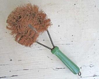 Vintage 1940 Jade Green Wooden Handle Pot Scrubber Bristle Brush, Old Green Paint, Vintage Utensil, Kitchen Decor, Laundry Room Decor