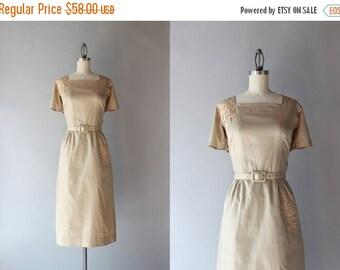 STOREWIDE SALE Vintage 50s Dress / 1950s Polished Cotton Fitted Dress / Beige Lace Appliqué Cotton Day Dress