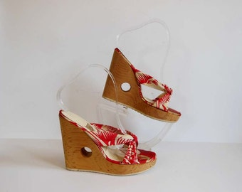 vintage shoes / Tiki Time Vintage 80's Cut Out Hawaiian Print Platform Shoes