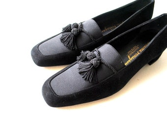 Luxurious vintage 80s black genuine suede shoes with a small chunky heel and tassel. Made by Ferragamo.Size7. Mint Condition.