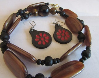 brown beaded necklace plus