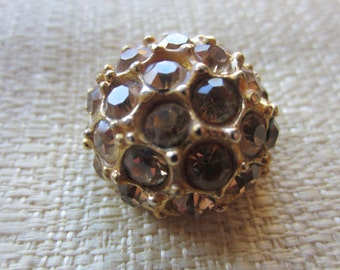 Vintage button-1 , 7/8 inch Beautiful topaz Rhinestones, domed design, antique gold metal setting (feb 151b)