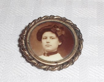 Antique Edwardian Photo Brooch Or Pin with Young Woman c 1900-1910