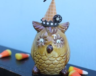 Vintage Style Halloween - Ceramic Owl Figure with Witch Hat. Black Snap