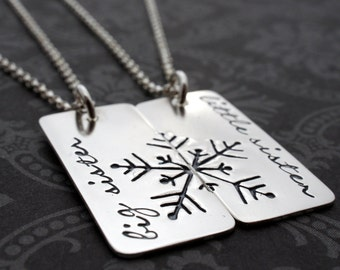 Sisters Necklace Set - Big Sister Little Sister Jewelry - Snowflake Necklaces in Sterling Silver - Sisters Gift Set