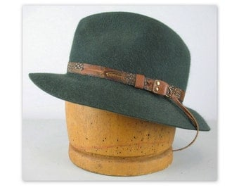 Vintage 70s Lee Fedora Hat L in a green fur felt with pheasant feather band