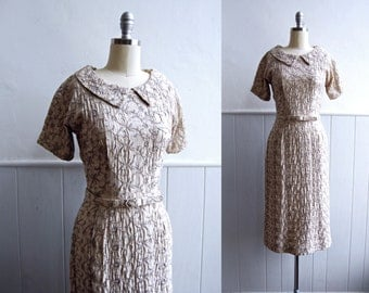 1950s Beige Embroidered Wiggle Dress // Small