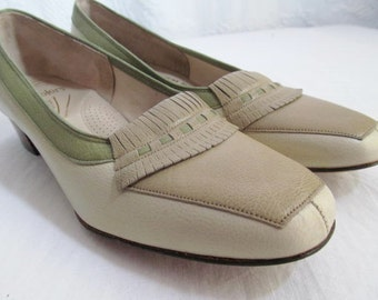 Vintage Florsheim Ramblers Leather Pumps  Low Heel 1960s Never Worn. 7.5 7 1/2 Three tone Beige Green (was 35)