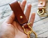 Shackle keychain, Belt Keychain, Leather Gift,Men Keychain,Women keychain,Leather keychain,Leather key chain,  Belt Keyfob