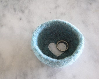 tiny wool ring dish - Valentines day gift - personalize w/ a heart - handmade by the Felterie - theFelterie - small - cute gift for friends