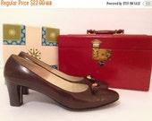 50% off storewide SALE vintage 1960s shoes // mod tassel pumps  brown leather 60s 7 7.5 8 8.5 narrow