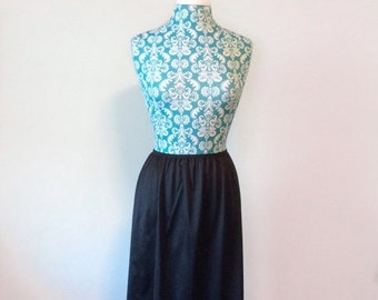 50% off storewide SALE vintage black half slip // lace hem 1970s 70s // basic skirt career slip