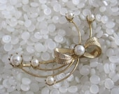 vintage barrette, beautiful pearl, bobby pins, gold bow