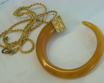 huge statement necklace   ( C 6 )