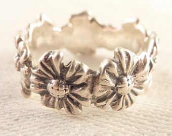 Vintage Size 6.5 Sterling Band of Flowers Ring