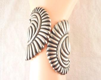 Antique 1920s Mexican Hollow Cast Sterling Fern Clamper Bracelet