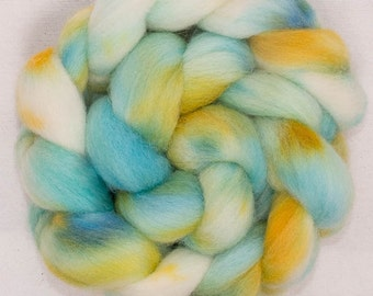 Hand dyed roving, Cheviot, 100g, hand painted British wool top, roving, green  fibre, fiber, spinning wool, Marsh Marigold
