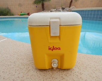 Vintage Igloo Hot and Cold Thermos  Yellow and White