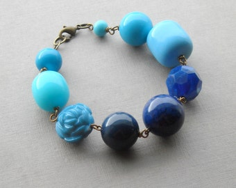 true blue bracelet - vintage lucite and brass - blue ombre bracelet - color gradient