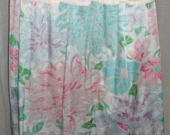 HOT SALE Vintage Vanity Fair Floral Dahlia Flowers Half Slip Nylon Lace Medium