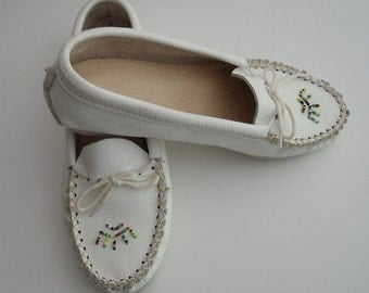 1980s White Leather Beaded Moccasins Size 7, Genuine Leather, Slippers, Shoes