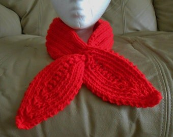 Knitted Keyhole Scarf
