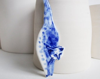 Cat - Blue and white porcelain Brooch - Hand made and hand painted Dutch Delftware