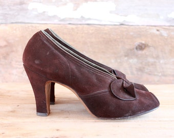 1940s shoes | size 7 | 40s chocolate brown suede peep toe heels with bows