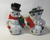 Christmas  Vintage  Mr and Mrs Claus salt and pepper shakers