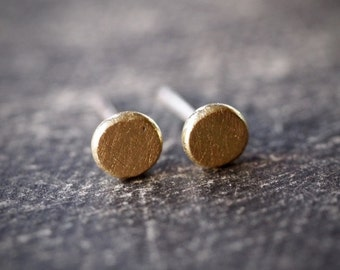 Small petite and cute 18 kt gold stud post earrings