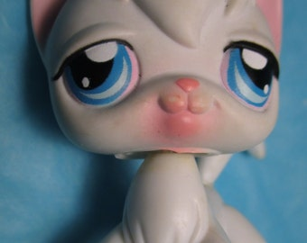 LITTLEST PET Shop Cat Kitty Angora White and Pink with Blue Eyes and Long Hair #9 LPS