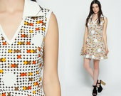 60s Mini Dress Mod Polka Dot High Waisted Op Art Sleeveless 70s V Neck Collared Polyester Vintage 1970s White Orange Yellow Small