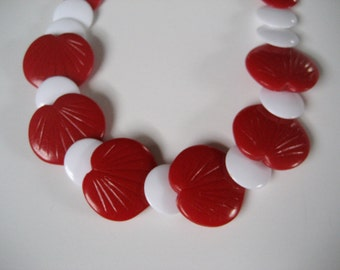 Perfect Valentines Day necklace. Hearts, leaves. Vintage red and white Lucite plastic bead necklace choker