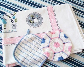 1950s Tablecloth, with 2 Free Potholders, folkloric linen, pink, blue