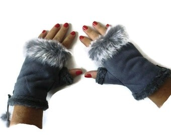 Gray winter gloves-Faux fur winter gloves-Fingerless Gloves -Classic Gray faux suede with fur trimming-Vegan leather-suede