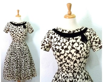 Vintage 1940s dress novelty fish print Full pleated skirt Black Velvet bow Party dress