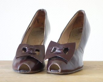 Deco heels   Chocolate leather peeptoes   1940's by Cubevintage   size 8.5 to 9