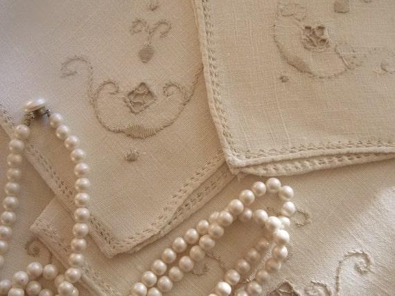 Vintage Linens off White Ecru Cloth Napkins set of 4 Jeanne d'arc living