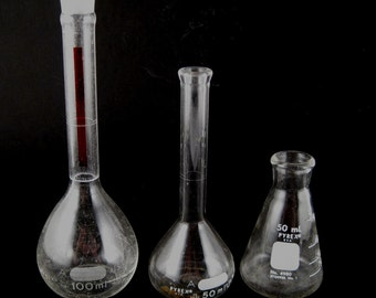 vintage Pyrex lab ware - Erlenmeyer flask - boiling flask - labo glass - instant collection - industrial decor - science curiosities