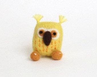 Lucky yellow owl brooch, Needle felted bird pin - yellow, orange, woodland gift, animal brooch, miniature owl