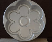 Cake Pan/Vintage Flower Power Cake Pan by Wilton/Flower Cake Mold/2105-9435/1991