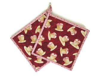 """Quilted Potholders """"Cupcakes"""" Set of 2 Fabric Hot Pads, Quiltsy Handmade, Quilted Trivet, Hostess Gift"""