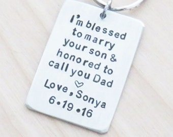 Personalized father of the groom gift - Father in law wedding gift - Signed customized keychain keyring