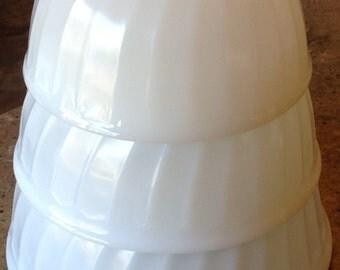 Anchor Hocking Swirl Mixing Bowl Vintage Set  Fire King Glass Off White 3 Piece Set