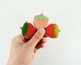 Strawberry Brooch / Fruit Brooch / Felt Strawberry Pin / Cute Strawberry Felt Brooch / Summer Brooch / Red Strawberry Felt Pin