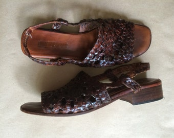 20% OFF! 90's 1990's woven leather sandals / chunky square heel / slingback flats / womens shoe / strappy sandal / Made in Italy