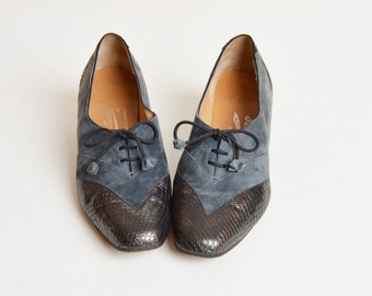 Vintage 70s Gray Suede Lace Up PUMPS / 1970s Snakeskin Leather Captoe Booties 8.5