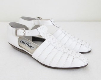 25% OFF SALE Vintage White Leather Mary Jane Shoes / 1990's Woman's Ankle Strap Sandals / Shoe Size 7