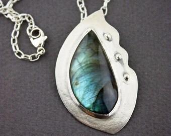 Handmade Labradorite & Sterling silver Pendant- Labradorite pendants- Blue and green jewelry- Labradorite jewelry- Plagioclase jewelry