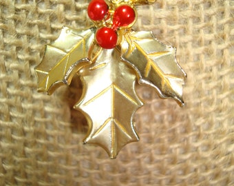 1960s Small Golden Holly with Red Berries Christmas PIn.